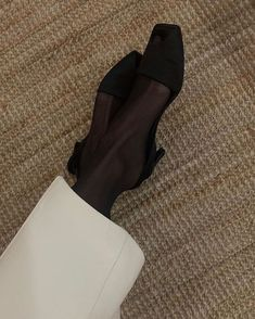 Fashion Gone rouge Fashion Gone Rouge, Casual Chic Style, Minimal Chic, Daily Fashion, 2000s Fashion, Foto E Video, Character Shoes, Me Too Shoes, Casual Shoes