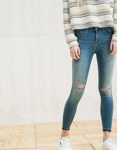 Jeans BSK cropped con rotos - Chica BSK - Bershka España