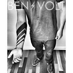 A #freehand #conceptual #linear #blackwork #chevron piece for Christiano…