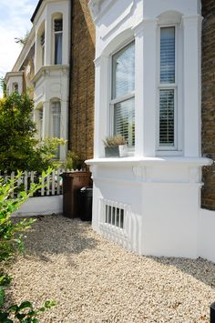 London townhouse exterior bay window