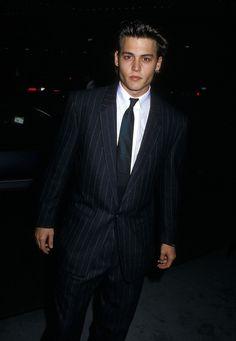 Le style Nineties de Johnny Depp, costume homme cravate