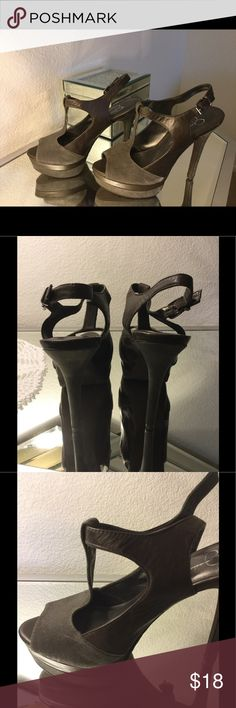 🙌🏼💥Jessica Simpson Size 6 Platform Heels grey Gorgeous platform heels. Size 6. Grey Shoes Platforms