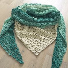 46 Ideas for diy clothes man internet Crochet Scarves, Crochet Shawl, Crochet Clothes, Diy Clothes, Knit Crochet, Chrochet, Crochet Crafts, Sewing Crafts, Baby Doll Accessories