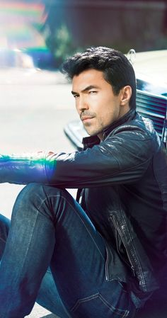 Pictures & Photos of Ian Anthony Dale - IMDb
