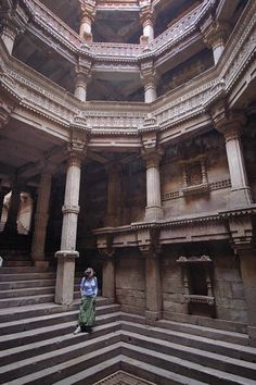Adalaj Vav Stepwell, near Ahmedabad. Built in Not too old by Indian standard. various india Temple Architecture, Ancient Architecture, Beautiful Architecture, Modern Architecture, Rural India, Hindus, Incredible India, Amazing, Ahmedabad