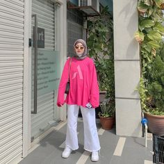 "Nur Asilah 🌿 on Instagram: ""me in pink ⚪️🌷"" Muslim Fashion, Hijab Fashion, Fashion Outfits, Ootd Hijab, New Outfits, Fashion Styles, Trips, Rain Jacket, Windbreaker"