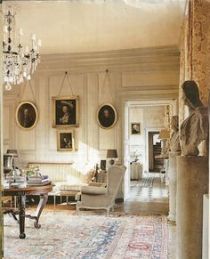 french chateau style decor - Love the Walls Hall Interior Design, Interior And Exterior, Interior Decorating, Interior Office, Style Français, Enchanted Home, French Country Style, Beautiful Interiors, French Interiors