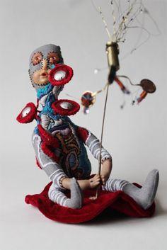 Emmanuelle Loison - madame-teteenlairWEB Sculpture Textile, Art Sculpture, Animal Sculptures, Valley Of The Dolls, Textiles, Assemblage Art, Textile Artists, Art Plastique, Softies