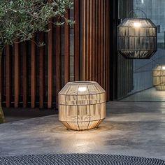 Gloster Nest lamp van Gloster : Exclusieve buitenmeubelen Interior Lighting, Lighting Design, Chinese Lamps, Outdoor Living Rooms, Outdoor Lighting, Outdoor Lantern, Rooftop Bar, Outdoor Landscaping, Light Art