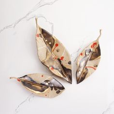 Ceramic hand painted and formed leaves Ceramic hand painted and formed leaves Painted Leaves, Hand Painted, Dry Leaf Art, Leaf Projects, Pottery Patterns, Green Home Decor, Leaf Crafts, Contemporary Ceramics, Nature Crafts