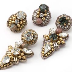 Bead Embroidery Jewelry, Beaded Embroidery, Earrings Handmade, Handmade Jewelry, Diy Accessories, Diamond Earrings, Swarovski, Brooch, Beads