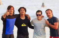 Norman Reedus, Steven Yuen, Andrew Lincoln and fan in Costa Rica.