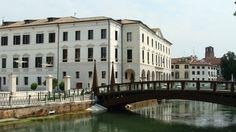 Treviso, la Riviera Garibaldi, vista dell'ex ospedale e del Ponte.