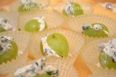 L'uva ripiena è una ricetta velocissima, abbastanza economica e molto scenografica. Buonissima come antipasto o per un aperitivo autunnale.
