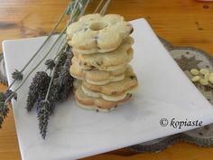Lavender, Lemon and Mint Shortbread Cookies with video http://kopiaste.org/2016/06/lavender-lemon-shortbread-cookies/ Κούκις Βουτύρου Λεβάντας-Λεμονιού & Δυόσμου με Βίντεο http://www.kopiaste.info/?p=15299 #shortbread_cookies #lemon_cookies #lavender_cookies #video #kopiaste #Κούκις_Λεβάντας #Κούκις_Λεμονιού #μπισκότα_βουτυράτα (scheduled via http://www.tailwindapp.com?utm_source=pinterest&utm_medium=twpin&utm_content=post95708793&utm_campaign=scheduler_attribution)