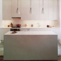 Modules Ikea pour une cuisine blanche et moderne