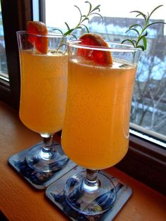 Dragostea in bucate: GINGERATA CU PORTOCALE ROSII SI MIERE Beverages, Drinks, Nutribullet, Hurricane Glass, Pint Glass, Smoothies, Detox, Food And Drink, Healthy Recipes