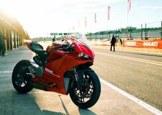 Ducati 959 Panigale Moto Ducati, Ducati Motorcycles, Cars And Motorcycles, Bike Tattoos, Cafe Racer Bikes, Motorcycle Engine, Super Bikes, Custom Cars, Motorbikes
