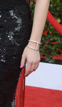 Elisabeth Moss showed off a flirty pink manicure and a unique Forevermark diamond bracelet.