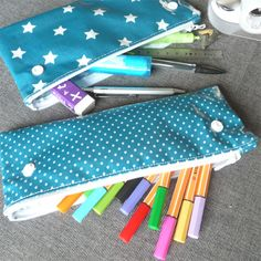 Archives des Trousse - Page 3 sur 13 - Pop Couture Pencil Case Tutorial, Pencil Case Pouch, Diy Sac, Techniques Couture, Pencil Bags, Couture Sewing, Sewing For Kids, Geek Stuff, Crafty