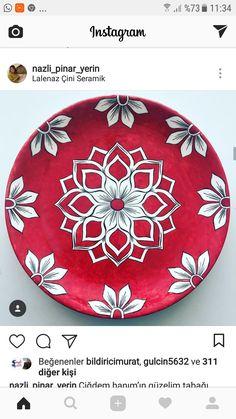 Navidad Painted Plates, Hand Painted Ceramics, Ceramic Plates, Pottery Painting, Ceramic Painting, Ceramic Art, Mug Design, Plate Design, Islamic Art Pattern
