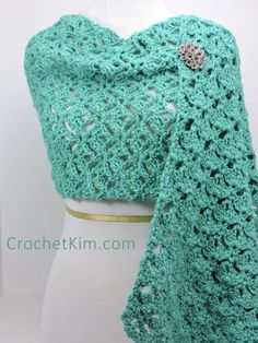 Emerald Lace Fling Wrap By Kim Guzman - Free Crochet Pattern - (crochetkim) Crochet Prayer Shawls, Crochet Shawls And Wraps, Crochet Scarves, Crochet Clothes, Crochet Wrap Pattern, Crochet Lace, Crochet Stitches, Crochet Patterns, Ravelry Crochet