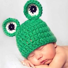 This cute baby frog hat is a quick and easy project. Perfect for little boys, or add a flower or bow to make it for a little girl!