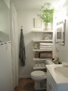 Pretty and functional small bathroom design