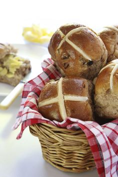 Easter Bread Recipe for Hot Cross Buns - Food - GRIT Magazine
