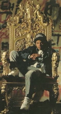 Eazy E! The godfather of rap! Mode Hip Hop, 90s Hip Hop, Hip Hop And R&b, Hip Hop Rap, Estilo Gangster, Estilo Cholo, Biggie Smalls, Hip Hop Artists, Music Artists