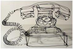 一見、ラフなタッチのドローイングに見えますが、これ実は針金で作られた立体作品。こちらの作品は、ドイツのアーティストMartin ...