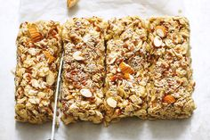 These no-bake chewy granola bars loaded with oats, almonds, flax seeds and chia seeds are chewy, simple to make, and just as delicious as they are nutritious with a delicious mix of flavors and tex… No Bake Granola Bars, Chewy Granola Bars, Muesli Bars, Homemade Granola Bars, Oats Snacks, Yummy Snacks, Healthy Desserts, Healthy Recipes, Brownies