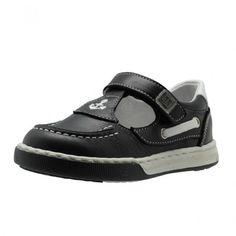 Zapato naútico de niño fabricado en España con materiales de alta calidad, lo que le hacen un calzado cómodo y seguro