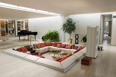 床下の窪みに包み込まれるリビング | 住宅デザイン