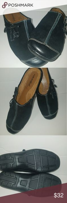 Natural Soul by Naturalizer Slides Black Suede 7M NWOT. NEVER WORN. Very Comfortable slides/mules with cushioned insoles.  Size 7M.  Black Suede and Leather with off white topstitching and leather bow accents. Natural Soul by Naturalizer. Naturalizer Shoes Mules & Clogs