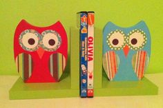 Items similar to owl decor owl bookends nursery decor girl nursery decor baby shower gift baby girl nursery owl nursery owl book holder wooden bookends on Etsy Diy Nursery Decor, Owl Nursery, Owl Books, Children's Books, Diy Craft Projects, Craft Ideas, Project Ideas, Wooden Bookends, Wooden Owl