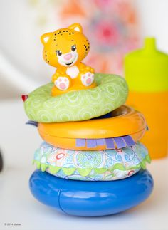 The Fisher-Price & Shakira First Steps Collection Teethe 'n Play Stacker features three rings that rattle, jingle and crinkle for extra fun along with a teethable friend at the top of the stacker toy.