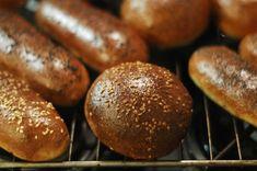 Hamburgerové housky - Maškrtnica Mini Burger Buns, Mini Burgers, Bread Recipes, Cooking Recipes, Hamburger, Sausage, Menu, Baking, Ethnic Recipes