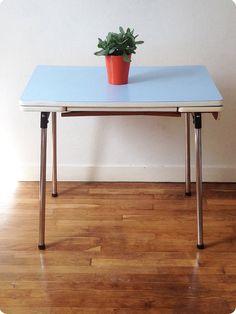 Table en formica bleu à rallonges Uppsala par LesSoeursChineuses
