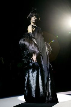 Fashion in Motion: Christian Lacroix, October 2006. l Victoria and Albert Museum #fashion #runway