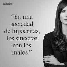 En una sociedad marcada por la hipocresía, las palabras sinceras valen mucho más ☀ Conoce gracias al experimentado Gabinete de Alicia Galván todo lo vinculado al #tarot #felizdía #felizlunes http://www.aliciagalvan.com/