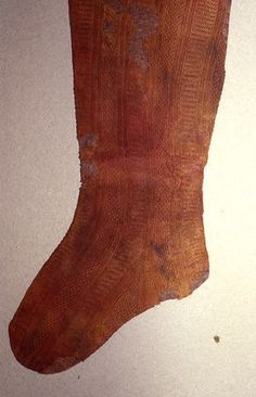 Eleonora de Toledo stockings : 44 before and after restoration photos. If link fails : Garments : Calze-stockings