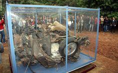 Quel che resta dell'auto di Giovanni Falcone.