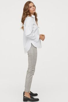 Slacks - light beige/checked - ladies h&m us Casual Work Outfits, Business Casual Outfits, Work Attire, Fall Fashion Outfits, Work Fashion, Spring Outfits, Style Fashion, Slacks For Women, Clothes For Women