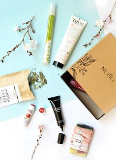 La box de février (crédit photo Marie Rouvière sur sweetandsour.fr)  sur www.nuoobox.com #beautybox #spring#vegan #bio #box #organic #natural #nontoxic #beauty #naturalbeauty #organicbeauty #healthy #green #greenchic #fun #colors #inspiration #veganbeauty #bio #produitdebeautebio #boxbeautebio