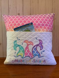Machine Embroidery Gifts, Pillow Embroidery, Book Pillow, Reading Pillow, Sewing Ideas, Sewing Crafts, Sewing Projects, Mermaid Room, Book Bags