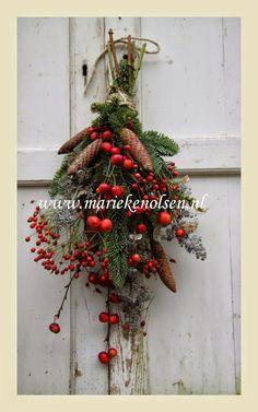 Christmas Greenery, Outdoor Christmas Decorations, Christmas Wreaths, Christmas Crafts, Vintage Christmas, Christmas Holidays, Xmas, Seasonal Decor, Holiday Decor