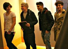4/5, whats with the trench coat Louis? aha, yett he still look sgood in it :(