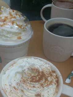 My favorite Starbucks drink: Vente skinny vanilla latte extra hot with whipped creme! Starbucks Carmel Macchiato, Starbucks Vanilla Latte, Skinny Vanilla Latte, Starbucks Drinks, Starbucks Coffee, Skinny Latte, Starbucks Pumpkin, Coffee Heart, I Love Coffee