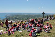 Piccoli volontari crescono: le scuole e l'AIB si incontrano per la Festa degli alberi  Monte della Croce #Fosseno ( #Nebbiuno #Piedmont #Italy )  Leggi l'articolo e guarda tutte le altre foto:  http://ilvergante.com/2014/05/18/piccoli-volontari-crescono-le-scuole-e-laib-si-incontrano-per-la-festa-degli-alberi/